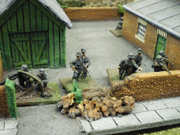 Panzer Grenadiers holding the Forecourt